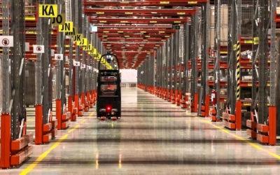 Förarlösa truckar minskar körsträckor för medarbetare